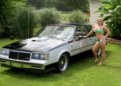 Bikini Model River Modeling with Classic Car for Swim Rags (1)