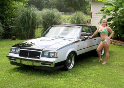 Bikini Model River Modeling with Classic Car for Swim Rags (2)